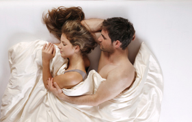 Mann und Frau schlafend